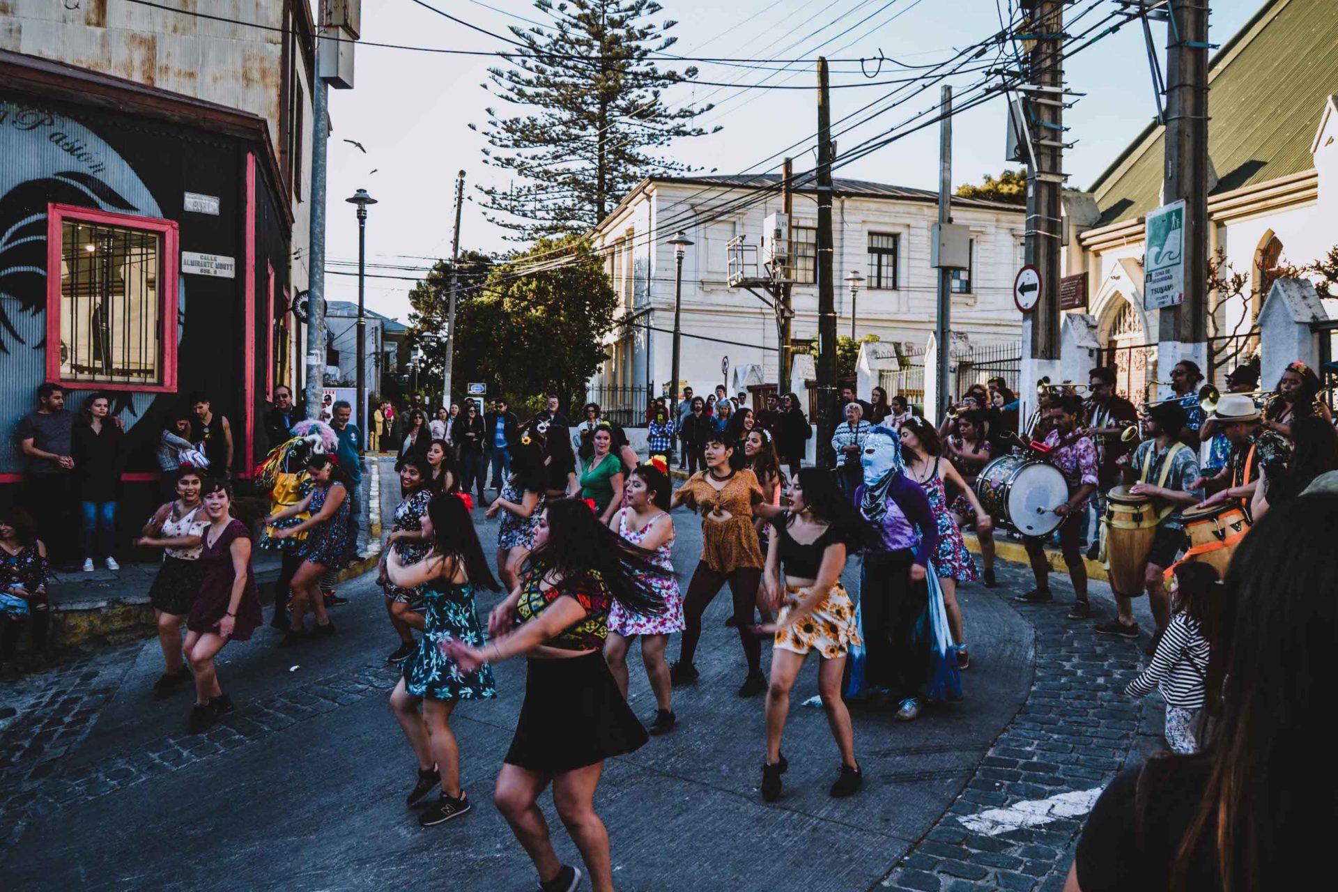 Danseuses dans le Cerro Concepcion à Valparaiso