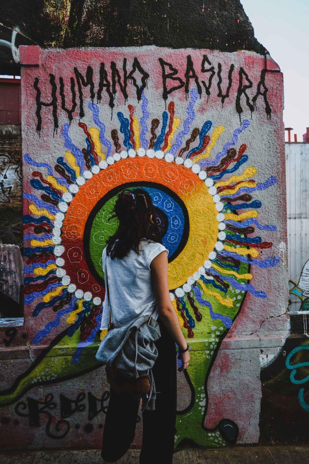 Peinture murale au Cerro Alegre