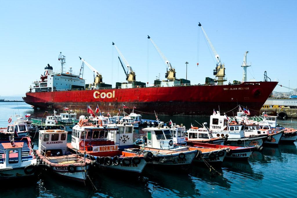 Port de Valparaiso avec un bâteau brésilien