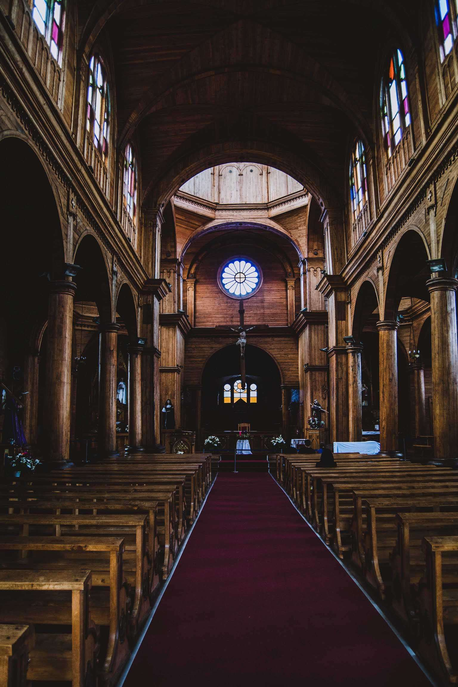 Entrée de l'église de Castro