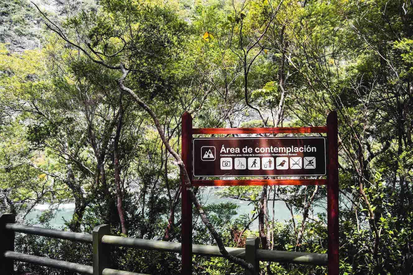 Panneaux chutes de Pétrohué