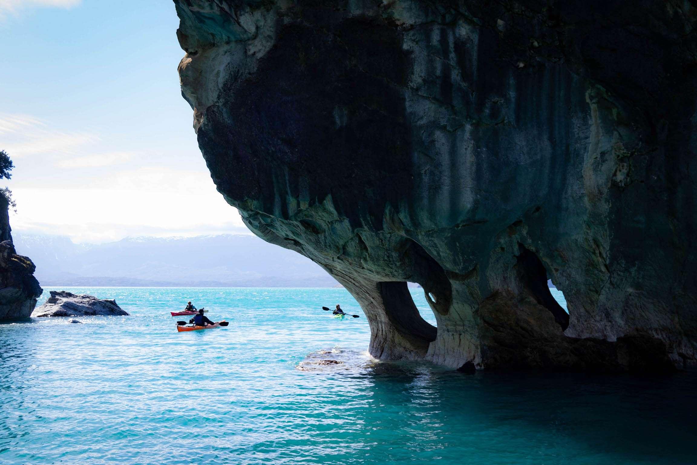 Kayak aux abords des cavernes de marbre